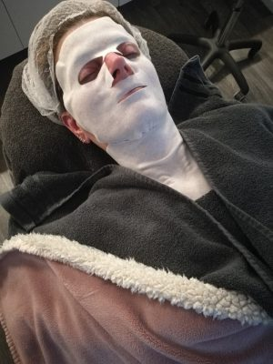 me with a facemask at the beauticien