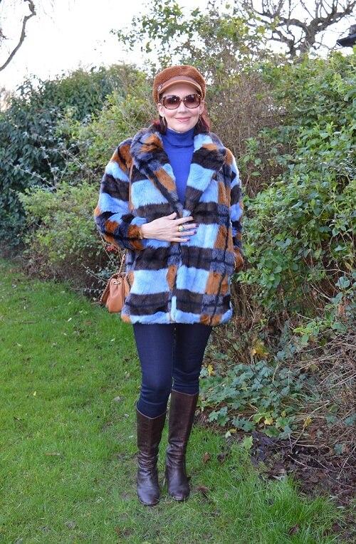 Cozy Chic Fashion blogger