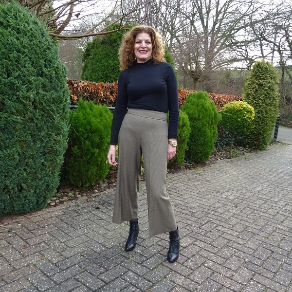 turtle neck and culotte look