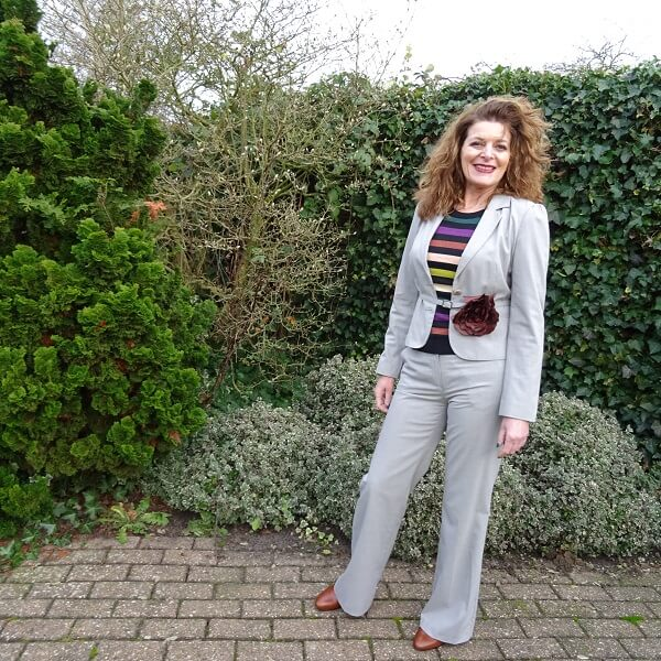 how I wear a trouser suit wearing it casual style