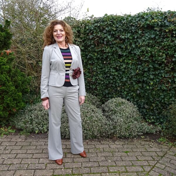 how I wear a light grey striped trouser suit