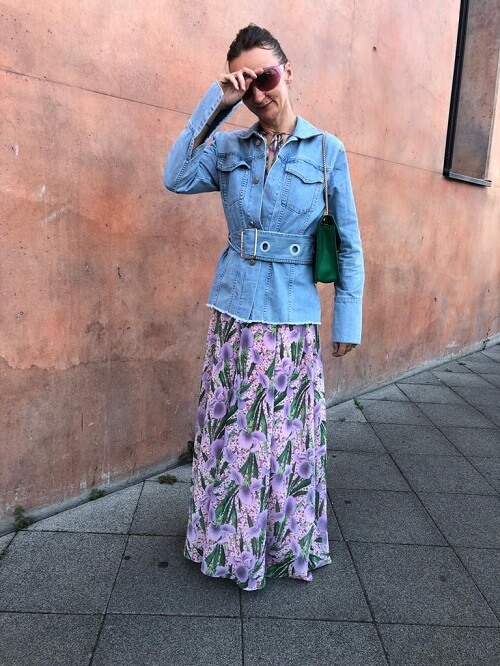 fashion blogger in maxi skirt