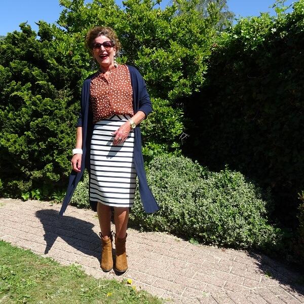 long navy cardigan on pencil skirt