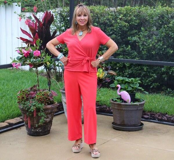 Fashion bloggers in Orange