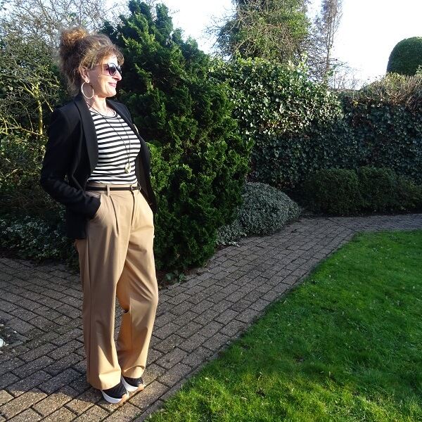 beige trousers outfit
