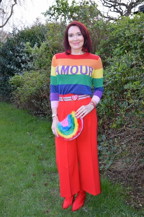 colourfull outfit worne by a fashionblogger