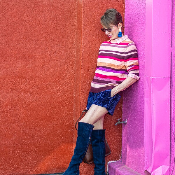 fashionblogger in shorts and striped sweater