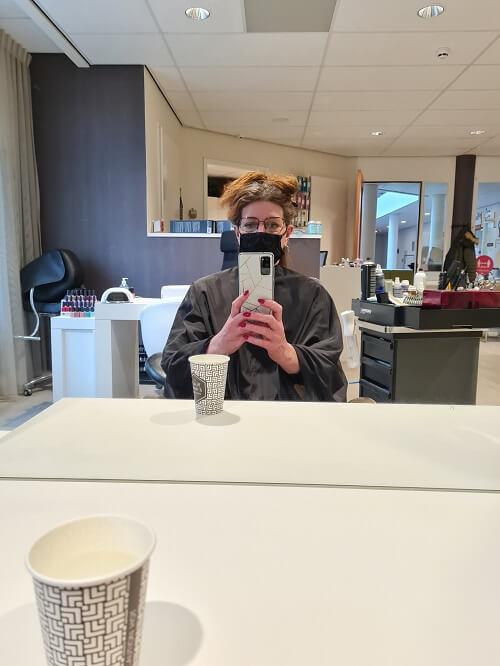 At the hairdresser! Mayor maintenance