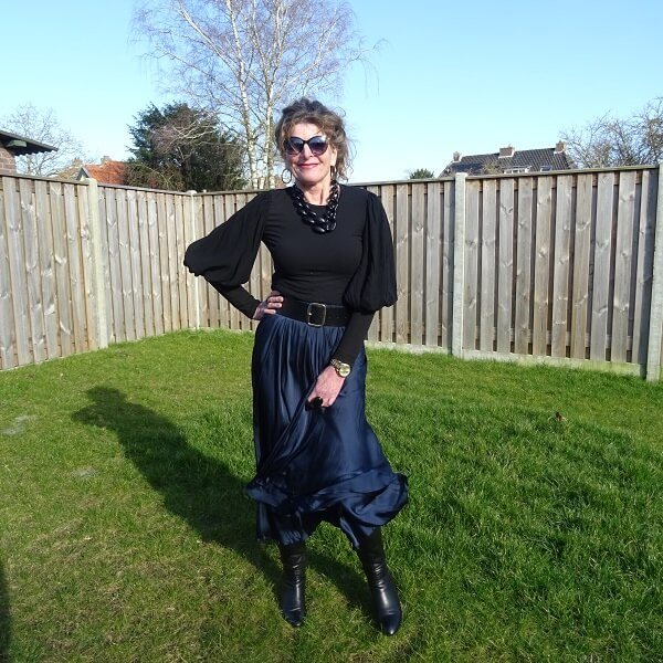 chic in navy and black