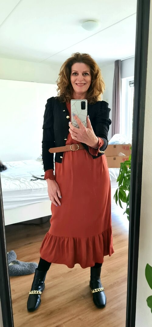 rust and black outfit