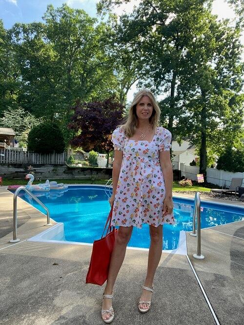 fashionn blogger in a short dress