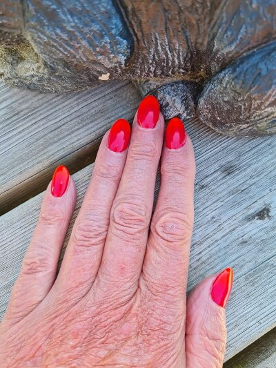 red and orange nails for sunny days