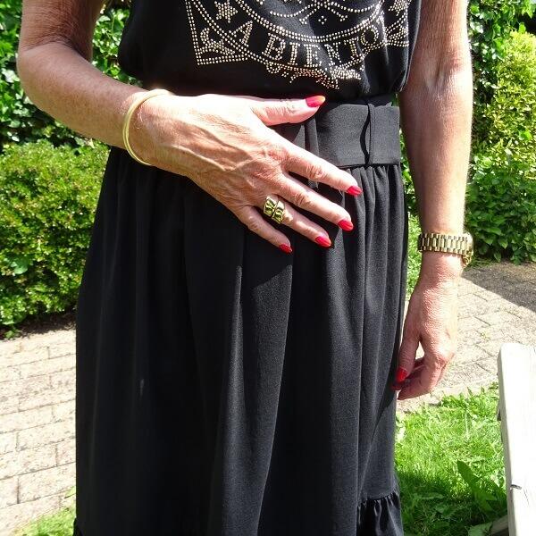 golden satement ring and golden bracelet