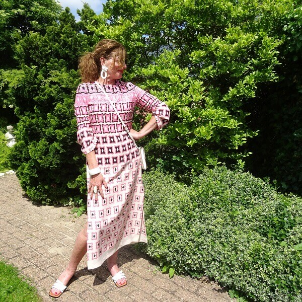 caftan dress with slippers