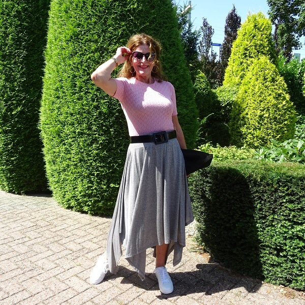 grey sporty skirt and pink top