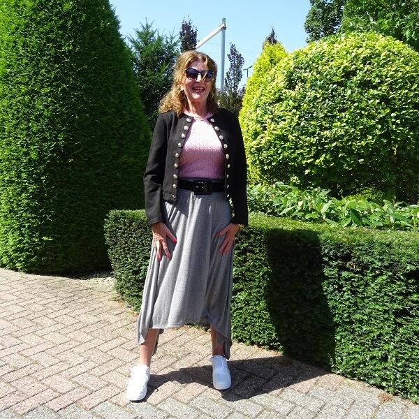 grey sporty skirt