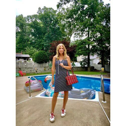 fashion blogger at the swimming pool